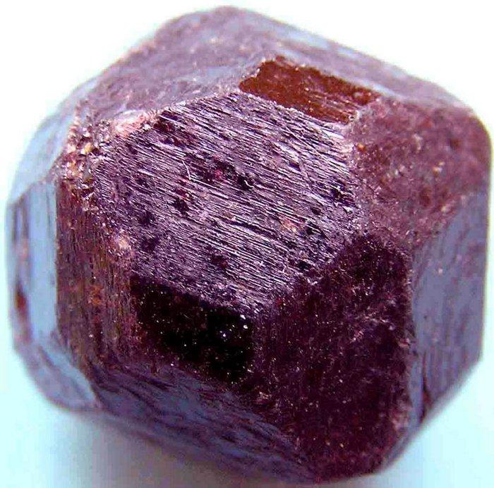 Не обработанный камень