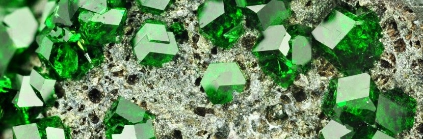 Кристаллы минерала под увеличением