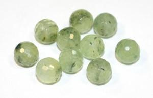 маленькие зеленые камни пренита