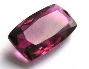 Камень рубеллит