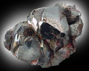 Камень Кровавик: Магические и Лечебные свойства (Фото)