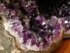 Добыча фиолетовых камней