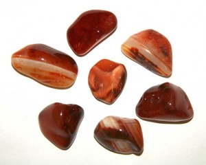 Камни красный агат