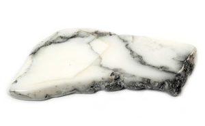 Камень Кахалонг: Магические свойства и кому подходит по знаку зодиака (Фото)
