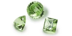 Несколько зеленых камней